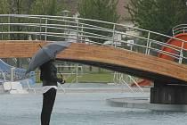 Už v sobotu 14. května se můžou lidi poprvé vykoupat na plovárně v Louce.