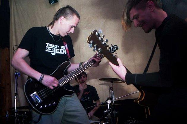 Vojtu Kulicha (vlevo) znají lidé ijako hudebníka zkapel Letní tlení či Podebraná pata.