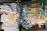 Krumlovští dobrovolníci ušili pět tisíc roušek.