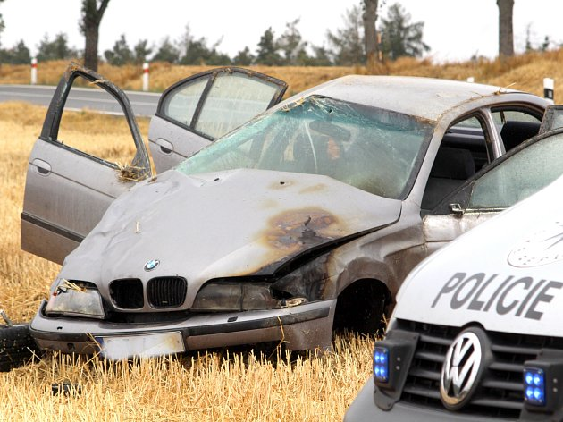 Na silnici druhé třídy mezi Milíčovicemi a Citonicemi havarovalo v sobotu stříbrné BMW.
