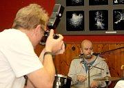 V pořadí VII. OVARt nabízí v dobšické restauraci U Sapíků nevšední fotografie, které pořídili členové skupiny Mobilní fotografie cz/sk výlučně mobilními telefony. V sobotu se v restauraci sešli jak fotografové, tak jejich příznivci.