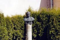 Busta Karla Pokorného.