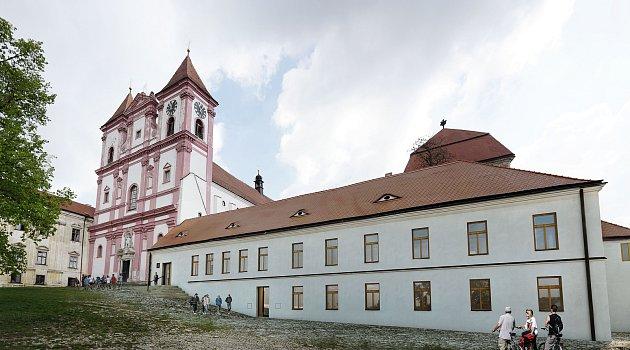 V někdejší škole u Louckého klášera má díky evropské dotaci vzniknou centrum obnovy památek.