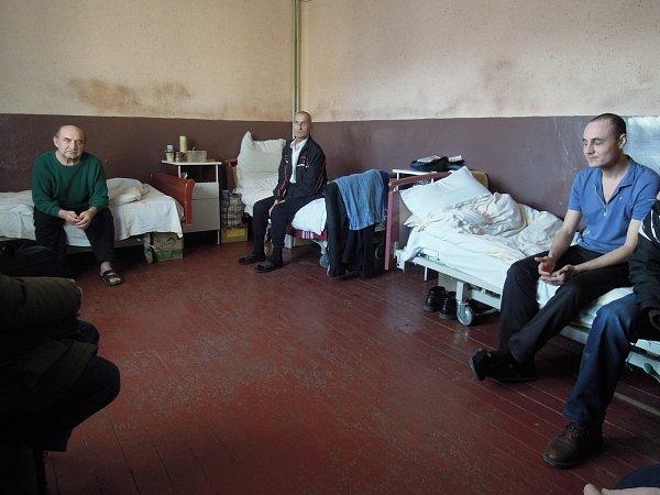 Snímky od pracovníků znojemské Charity pořízené během jejich setkání sběženci na západní Ukrajině.