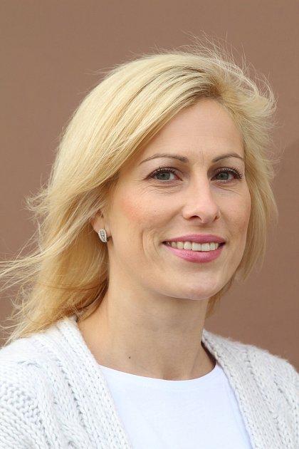 Pětatřicetiletá Kateřina Porubová je starostkou SDH Miroslav a členka družstva žen, které ze soutěží vpožárním sportu pravidelně vozí poháry.