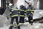 Teprve před rokem zrekonstruovaný kulturní dům ve Starém Petříně lehl v noci popelem. U požáru zasahovalo sedm jednotek hasičů, přesto se jim objekt nepodařilo zachránit.