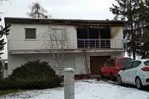 Dům v klidné ulic v Šanově vzplál minulý týden v úterý. Nyní policie obvinila mladíka, který v domě bydlel, z pokusu vraždy.