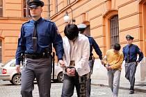 Brněnský krajský soud poslal dohromady na 13 let za mříže dva mladistvé vrahy z Vietnamu.