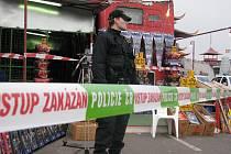 Policie obsadila asijskou tržnici. Uvnitř pyrotechnik našel nebezpečné výbušniny.