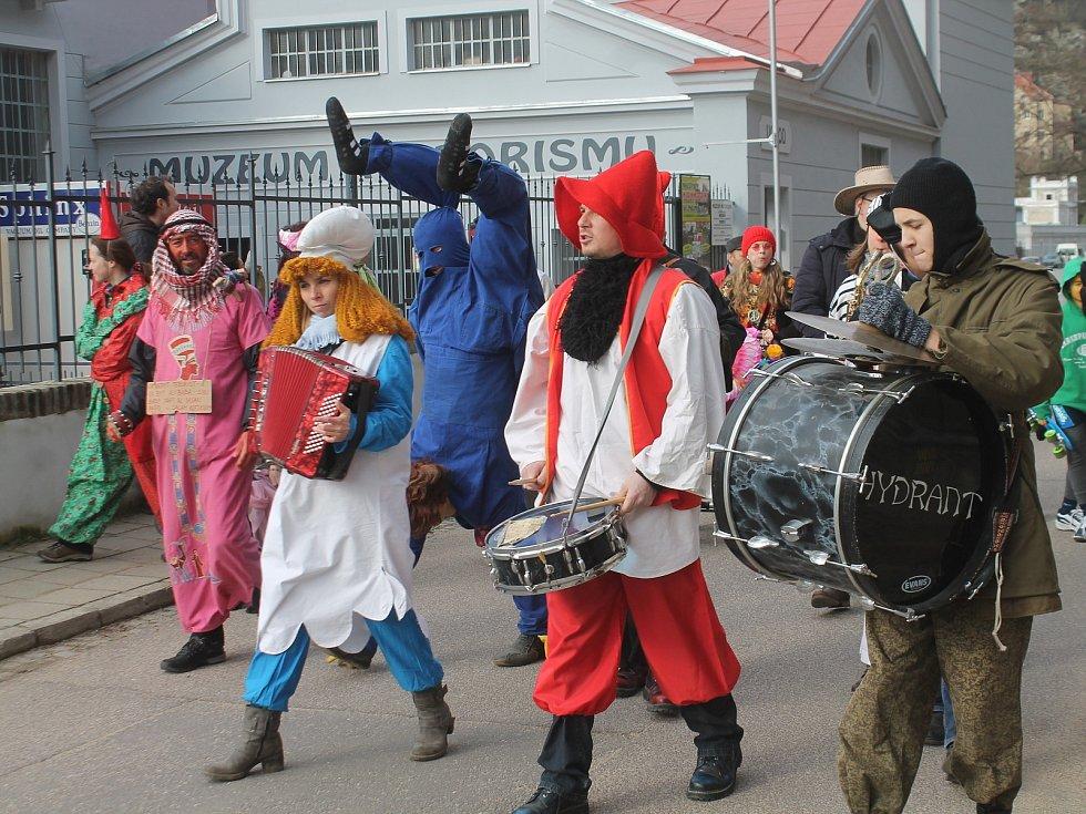 Masopustního veselí si užili i lidé z Koželužské ve Znojmě. Tradičně s několikadenním zpožděním.