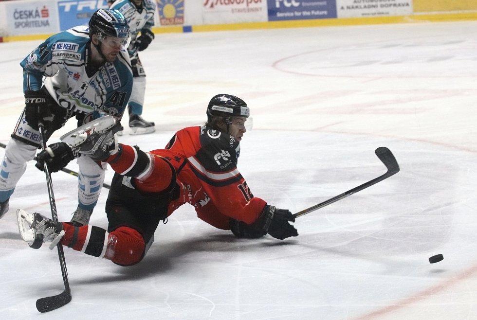 Jsou o krok vpřed. Hokejisté znojemských Orlů vedou semifinálovou sérii play off mezinárodní soutěže EBEL 2:1 nad rakouským Lincem. V pátek i díky zvládnutému dramatickému závěru duelu vyhráli 3:2.