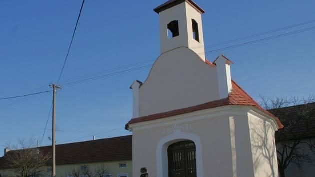 Nejlépe opravenou památkou Jihomoravského kraje je Kaplička Panny Marie na návsi v Prokopově.
