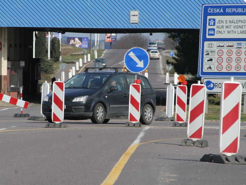 Průjezd bývalým přechodem komplikuje dopravní omezení