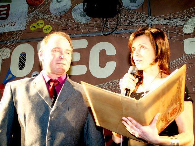 Jiří Nesvačil si společně s moderátorkou celého večera Hanou Štěpánovou procházel svými úspěchy přímo na pódiu.