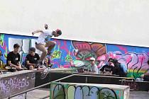 Hudbu, rap, breakdance, graffiti a skateboarding nabídla první květnová sobota ve znojemském skateparku. Konal se tam Street JAM.