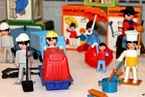 Nejoblíbenější a nejdostupnější hračka osmdesátých let byla právě figurka Igráček, skládající se z osmi dílů. Postupně společnost IGRA uvedla na trh asi padesát druhů figurek znázorňující nejrůznější profese.