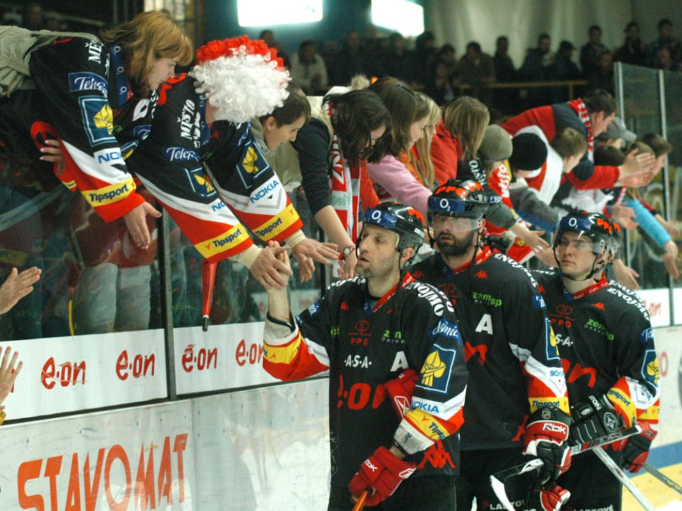 Znojemští hokejisté se loučí s fanoušky i sezonou.