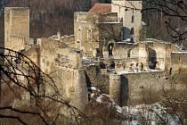 (Trasa hradu Kaja) je okružní vycházkovou a nenáročnou 1 km dlouhou trasou, která sleduje tok dvou potoků, mezi nimiž se na skalní ostrožně tyčí mohutný středověk hrad Kaja.