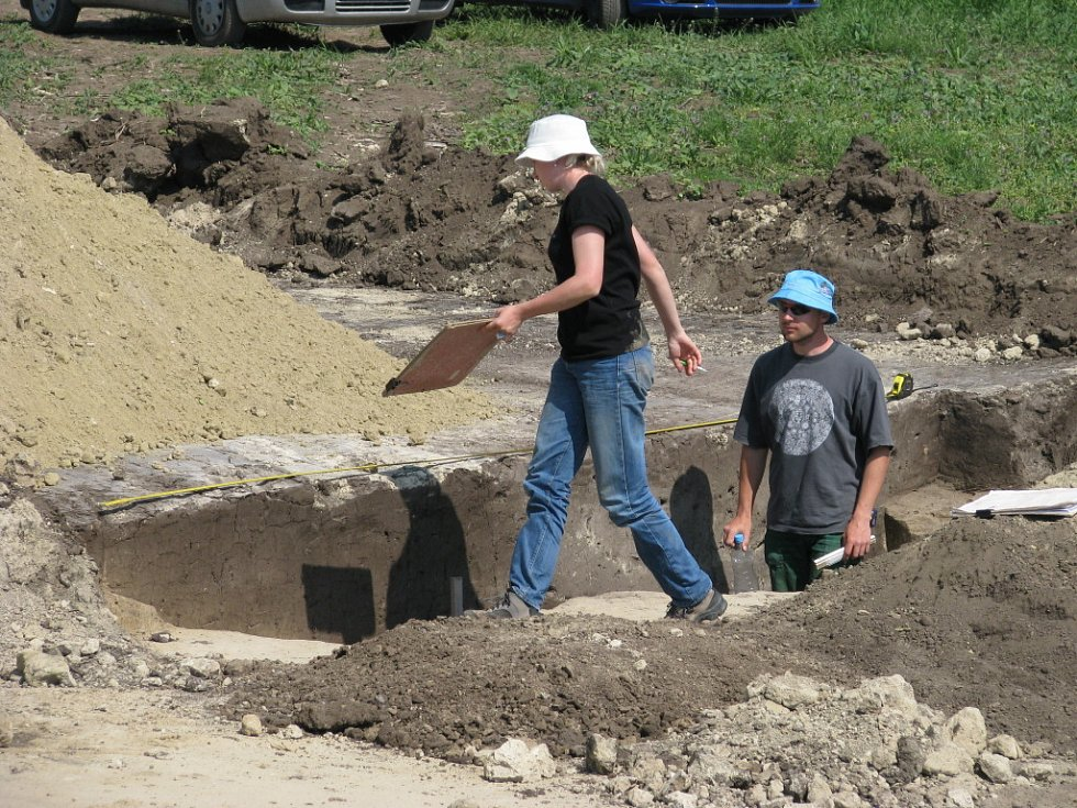 Archeologové ve Slupi nalezli unikatní pravěké dlouhé domy.