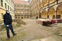 Po letech oprav skončí letos opravy jižního křídla zámku v Moravském Krumlově. Na snímku kastelán zámku Jiří Všetula.