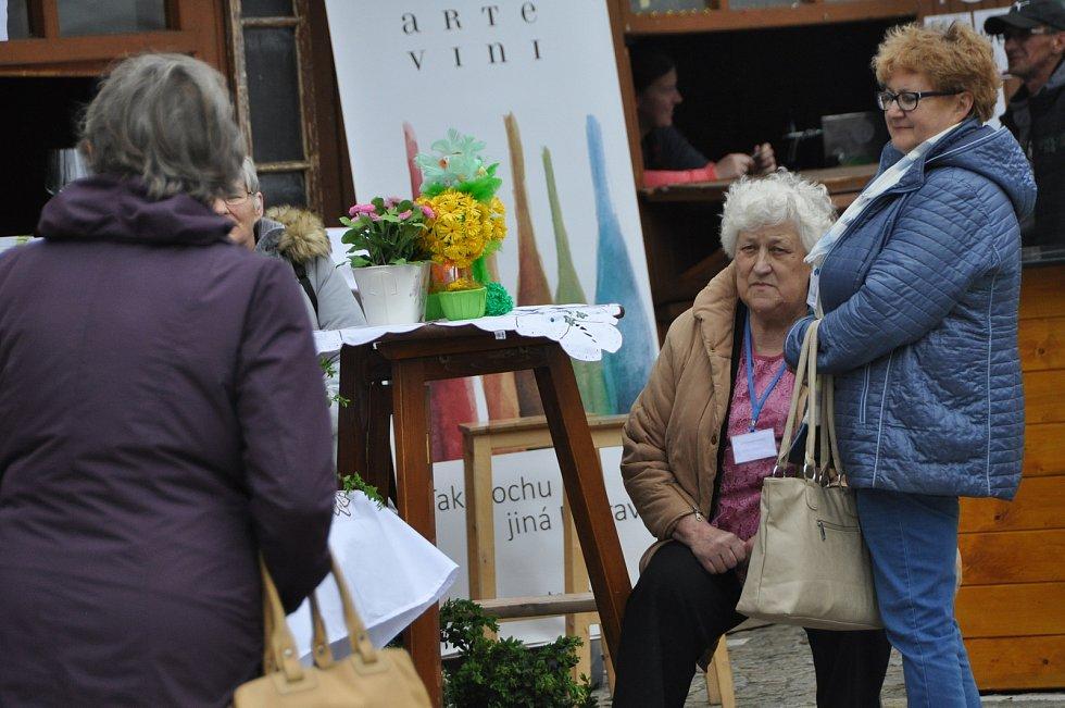 Dvoudenní přehlídku gastronomie spřátelených měst nabídlo v pátek a sobotu znojemské Horní náměstí. Součástí akce byl i kulturní program.