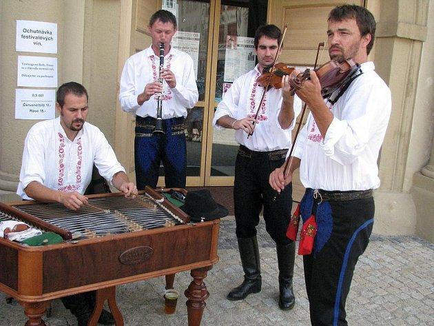 Městem potřetí zněla hudba v ulicích.