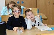 Své první vysvědčení dostaly ve středu děti z 1.A ZŠ Mládeže.