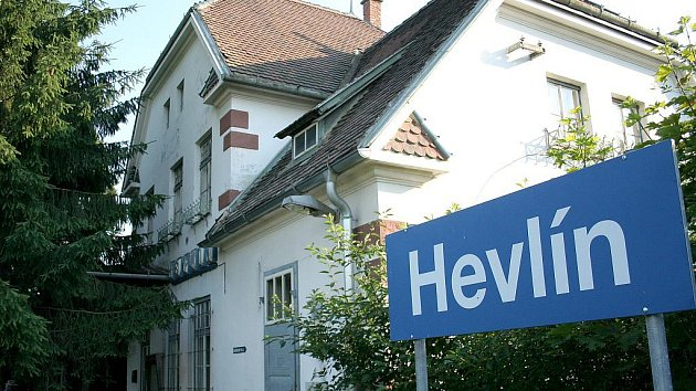 Hevlínské nádraží zažilo 30.6.2010 poslední jízdu osobního motorového vlaku.