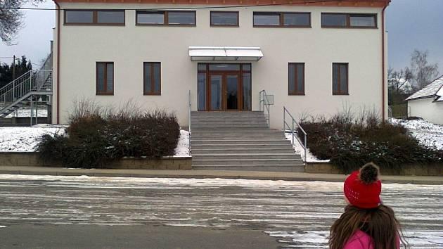 Opravený kulturní dům v Podmolí.