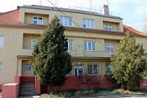Budova celnice ale také budova, kterou za komunismu používala pohraniční stráž v Jaroslavicích, je dnes prázdná.