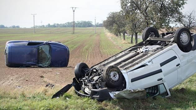 Nehoda u Stošíkovic se stala přesně na stejném místě, kde před rokem při srážce dvou aut zemřeli manželé.