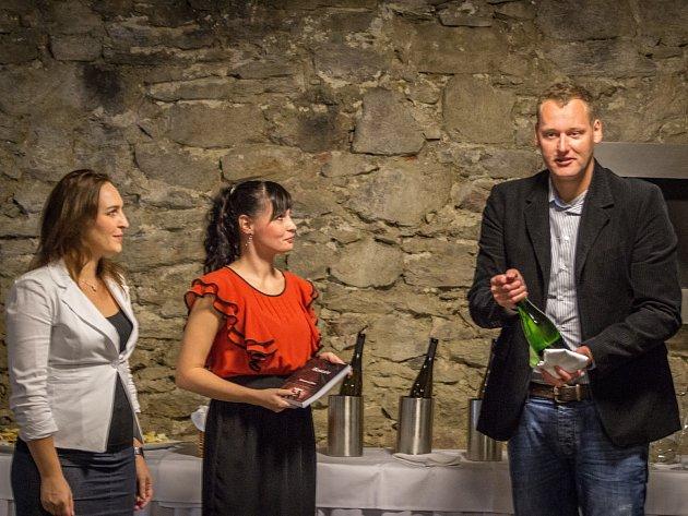 Koncem září oslavila s přáteli vydání své první knihy Restart mladá znojemská spisovatelka Jana Reiterová.
