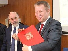 Memorandum o přeshraniční spolupráci podepsali v nemocnici Znojmo představitelé českého a rakouského ministerstva zdravotnictví.