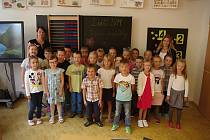 Základní škola Mládeže ve Znojmě, žáci 1. B s paními učitelkami Simonou Bauerovou a Jitkou Šufajzlovou