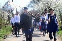 Členové Spolku přátel Hroznové kozy společně s milovníky vína a obyvateli Vrbovce slavnostně otevřeli naučnou stezku Hroznové kozy.