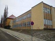 Budovu B, tedy přístavek základní školy z 80. let minulého století, čekají v příštím školním roce zásadní opravy.