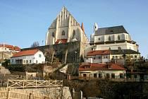 Prostor mezi Mikulášským kostelem a znojemským hradem s dominantou rotundy, znojemská lokalita V jámě.