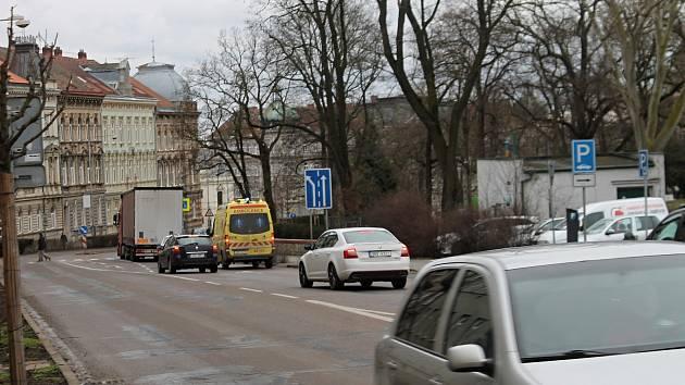 Nehoda ve Znojmě u Mariánského náměstí. Ve středu tam auto srazilo chodce.