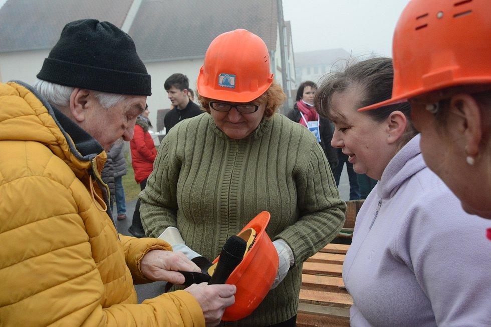 Sklepy v Novém Šaldorfu zažily další ročník recesistické akce nazvané Kopání písku pro Vídeň.