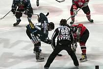 V sobotu dorazili na znojemský led hokejisté z Linze, kterým znojemští hráči vzdorovali do poslední chvíle.