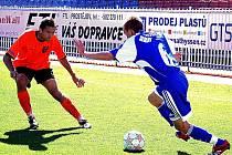 Znojemský odchovanec Michal Šuráň (vlevo) se dokázal v zápase s Olomoucí prosadit. Obránce 1. SC se tak po dlouhé době radoval ze vstřelené branky.