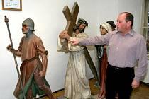 Starosta Pavel Štefka se spolupodílel také na návratu výjimečných cedrových soch křížové cesty.