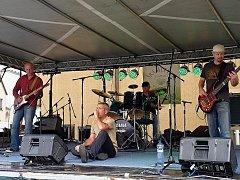 Kapela Hickory Jack vystupuje nejen v klubech, ale lidé je mohli vidět na znojemských festivalech Šramlfest či Statek Fest.