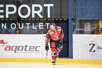 Hokejista Adam Sedlák (s číslem 16) prožil prosinec na hostování v prvoligových Litoměřicích.