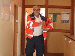 Téměř tři desetiletí vedl doktor Arnošt Růžička znojemské záchranáře. Práce ho stále baví a přestože je v denním kontaktu se zraněnými lidmi a neštěstím třeba při vážných autonehodách, jak již dříve sám řekl, syndrom vyhoření nepocítil.