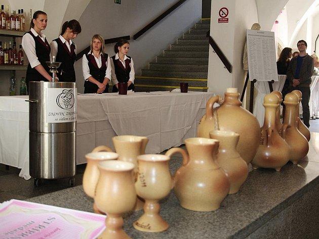 Příznivci růžových vín ochutnávali v sobou na devasát vzorků při osmém ročníku specializované výstavy Jarovín.