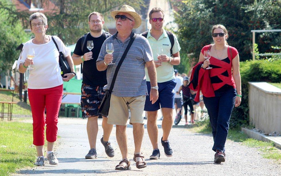 Vinařská ulička v Hnanicích byla jako vždy plná lidí a pohody...
