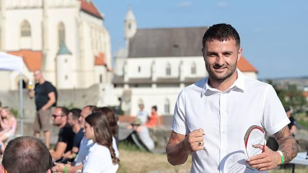 Okresní sdružení ČUS Znojmo vyhlásilo výsledky ankety o nejlepší sportovce regionu za rok 2020. Cenu pro sympaťáka získal boxer Vladimír Lengál (na snímku). Nejlepším borcem byl vyhlášen boxer Vasil Ducár.