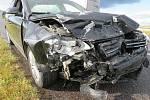 Po srážce dvou osobních aut na křižovatce u Žerůtek na Znojemsku zemřela starší žena.