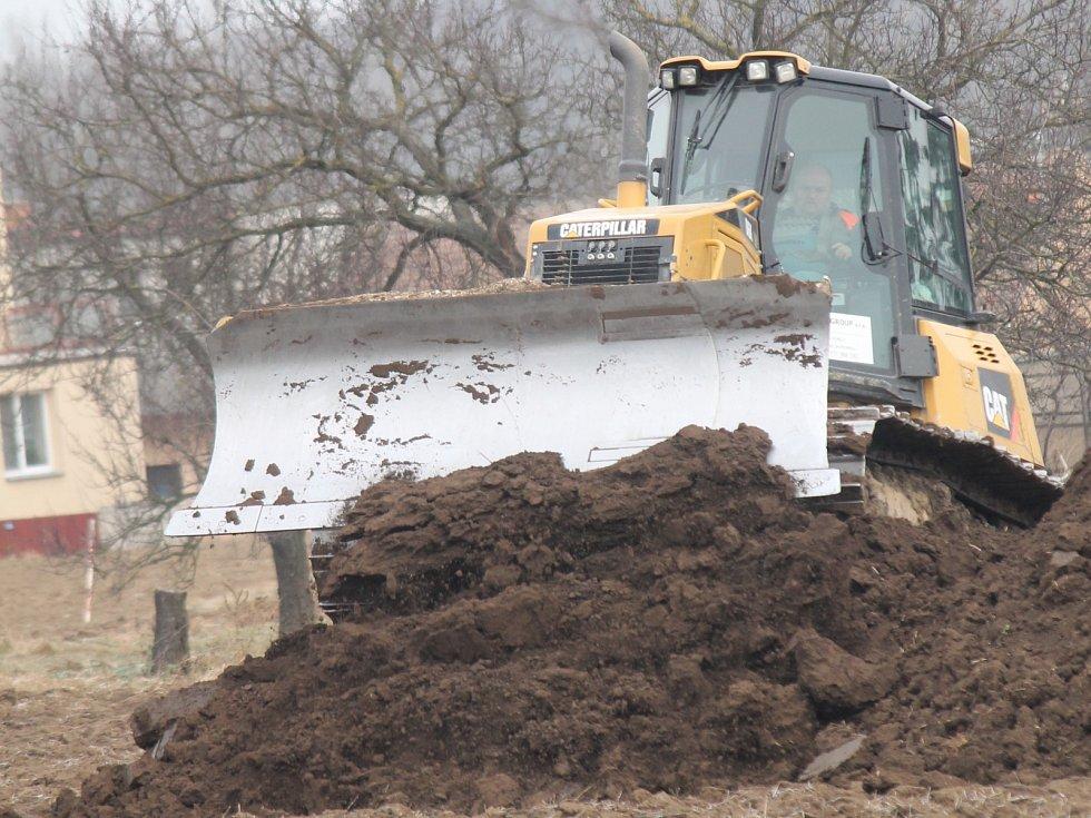 Přípravné práce na stavbě lechovického obchvatu začaly.